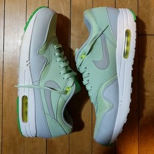 Air max 1 essential vapor greengrey mist size